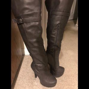 Grey Platform Fashion Boots Size 5.5